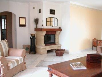 Das 33m²  Große Wohnzimmer Ist Mit Einer Gemütlichen, Komfortablen  Couchgarnitur